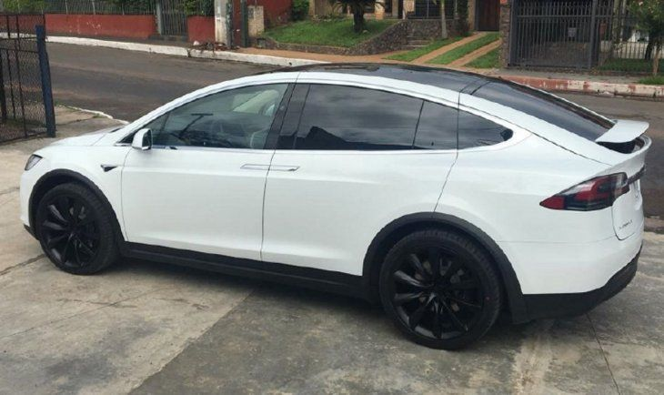 Duración. El Tesla tiene una autonomía de 565 kilómetros.