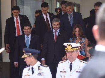 Mario Abdo Benítez retornará al país el jueves.