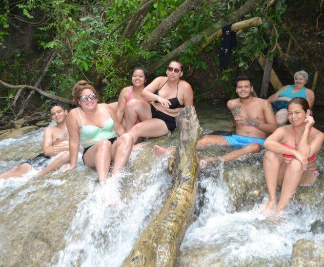Cristalina. Las aguas transparentes sobre piedras calcáreas son el principal atractivo  de los arroyos Tagatiyá