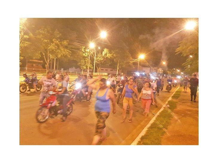 Protestas. Ciudadanos indignados manifestaron su repudio a la medida del ente contralor.