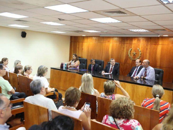 A la espera. Jiménez y Ramírez (centro) tienen el apoyo del gremio de abogados.