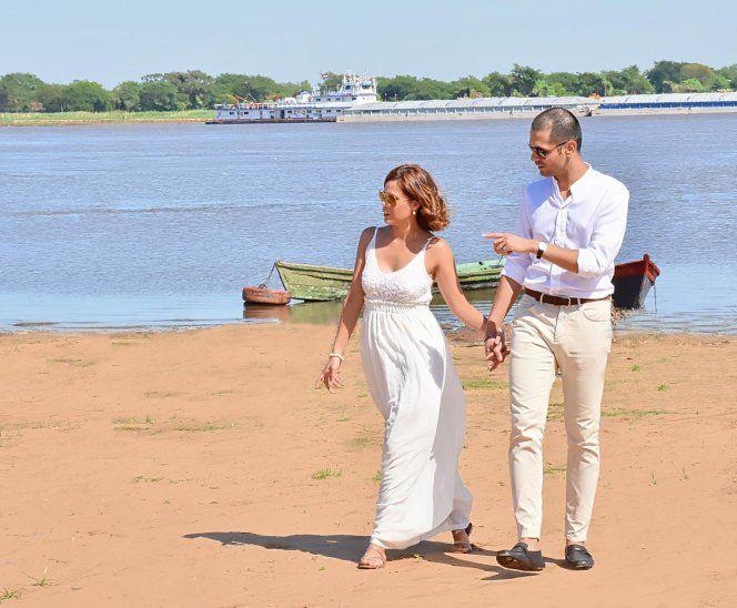 A pocos metros del río Paraguay, en Villeta, Silvia y Onurcan viven su amor.