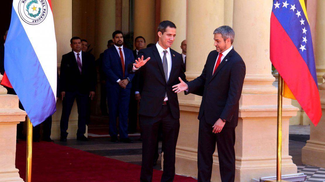 Juan Guaidó es recibido con honores en el Palacio de López