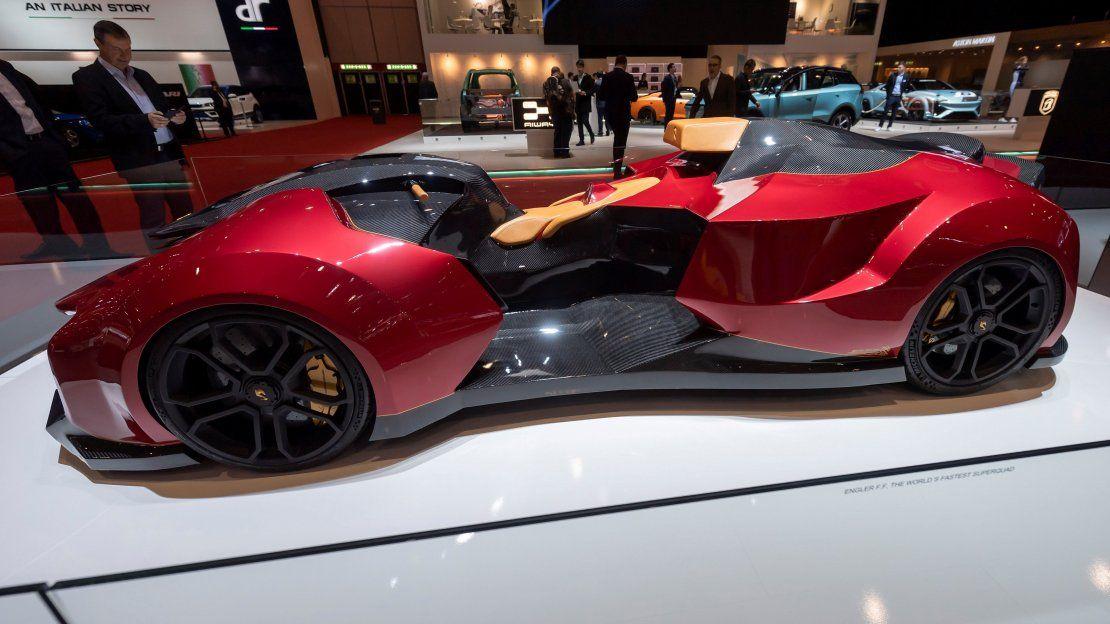 Vehículos lujosos, supercoches y autos voladores se exhiben en Ginebra