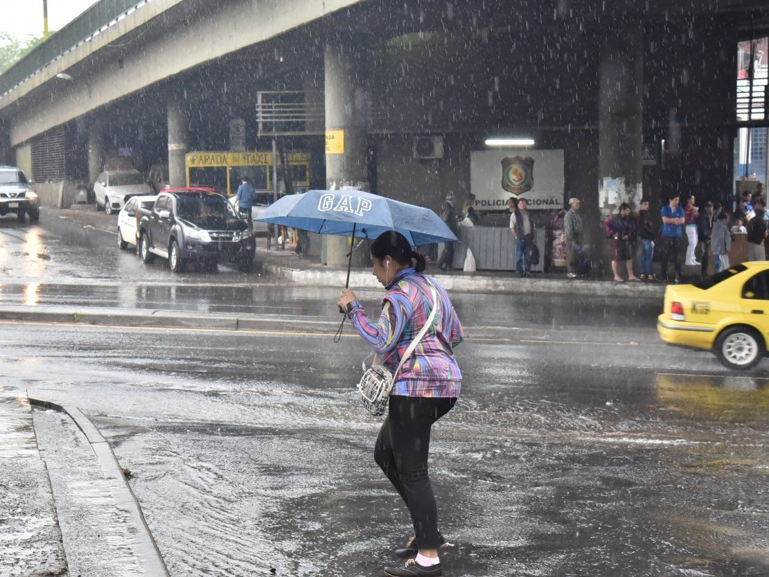 Anuncian domingo caluroso con posibles precipitaciones