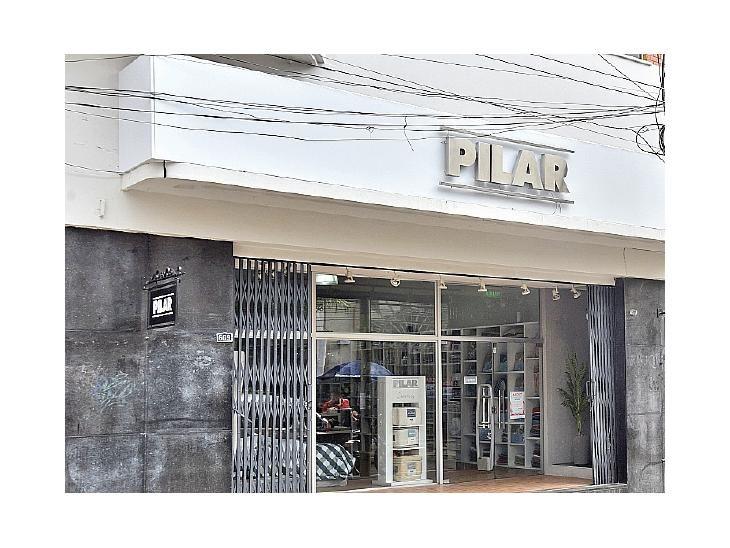 Abiertas. Todas las tiendas  Pilar siguen con sus ventas.