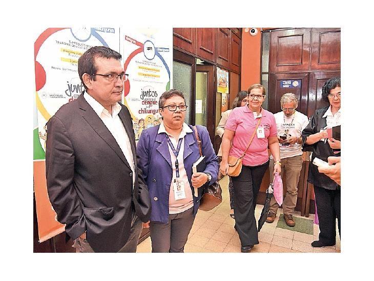 Lobby. El senador Pedro Santacruz y referentes de asociaciones oncológicas solicitan reglamentar la ley.
