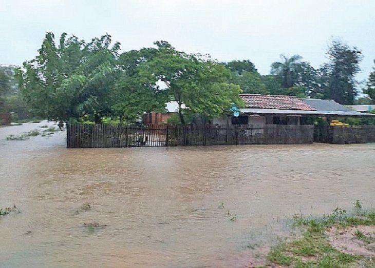 El 80% de la población quedó bajó agua.