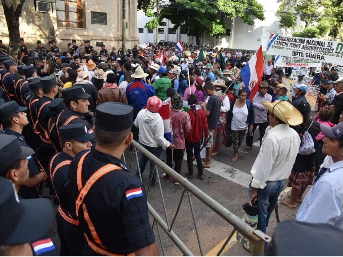 Policía impone ley del marchódromo para evitar marcha por el microcentro