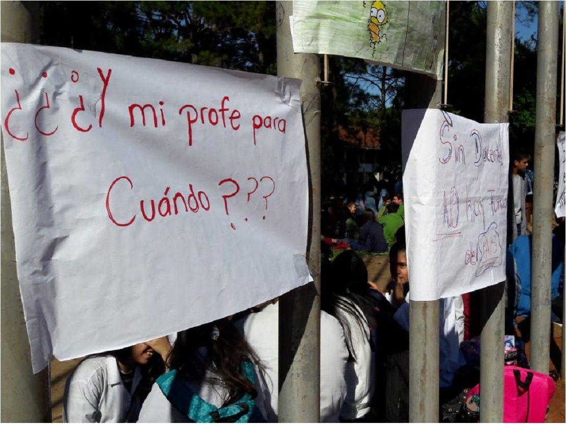 Encarnación: Sentata de estudiantes por falta de docente en materias técnicas