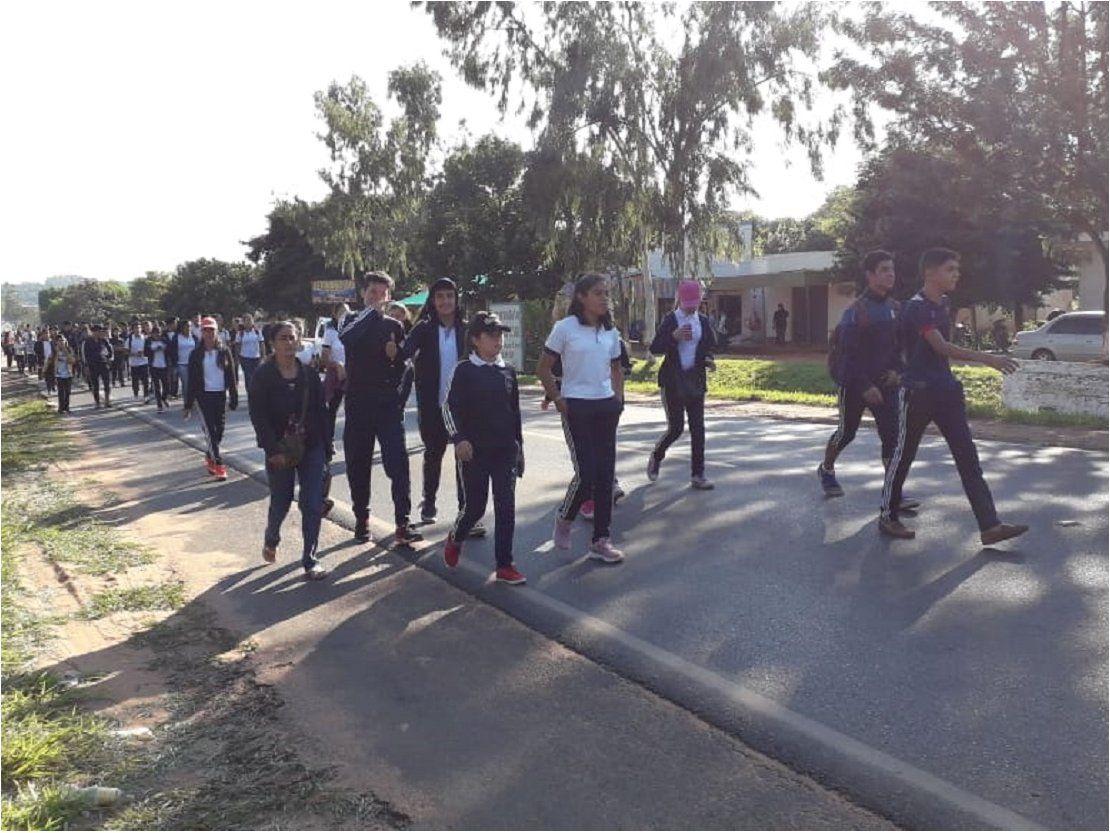 Por rubros docentes, más de 20 colegios se movilizan en Capiibary