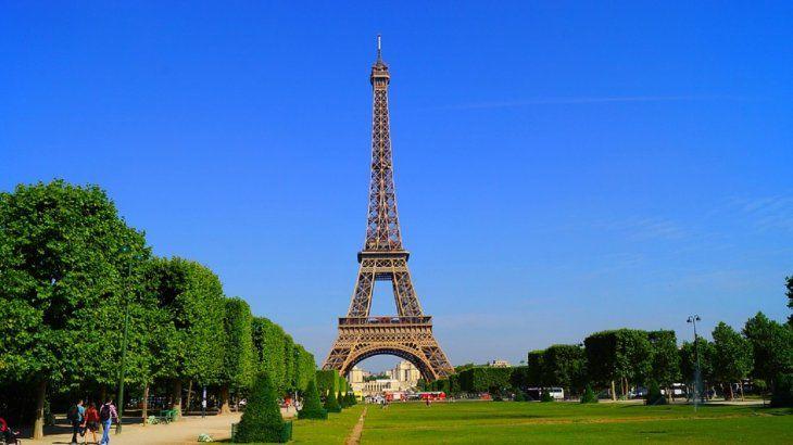 La Torre Eiffel se inauguró el 31 de marzo de 1889.