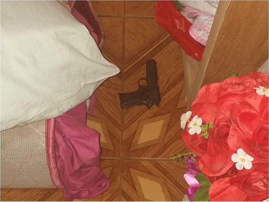 Mujer fallece tras supuesto disparo accidental con arma de fuego