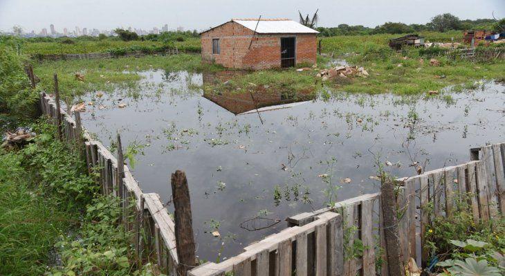 Drama. De nuevo las poblaciones ribereñas  padecen las consecuencias de la inundación que desplaza a las familias.