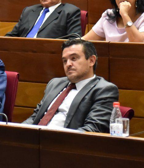 Eduardo Petta y otros ministros están en la mira por supuestas omisiones en sus declaraciones juradas.