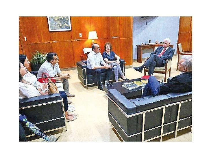 Reunión. Gremialistas con el ministro Arnoldo Wiens.
