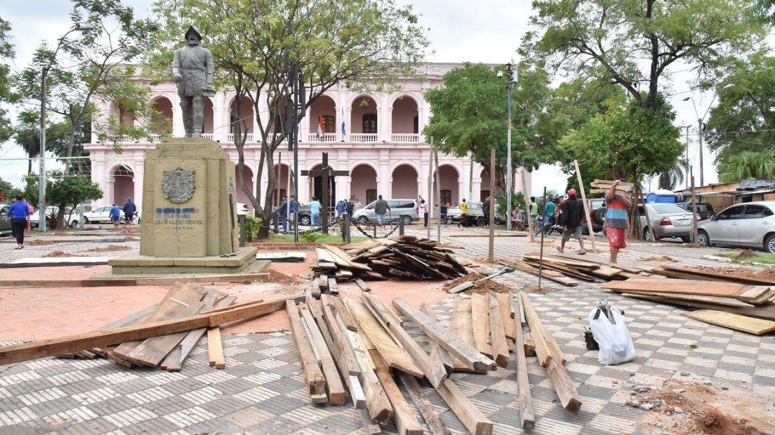 Damnificados copan plazas históricas de Asunción