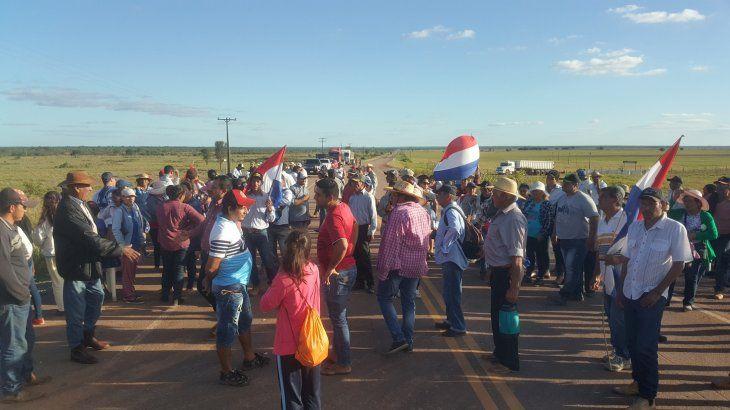 Pobladores de Paso Barreto exigen la construcción de puentes.