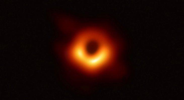 Proeza. Histórica imagen del agujero negro localizado en el centro de la galaxia M87 a 53 años luz de la Tierra.
