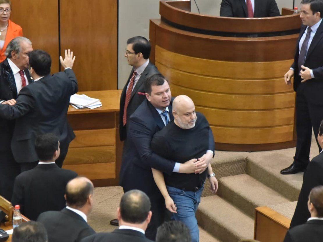 Paraguayo Cubas apelará suspensión del Senado