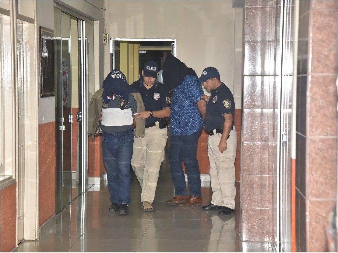 Tres aprehendidos tras intentar retirar millonario monto con cheques clonados