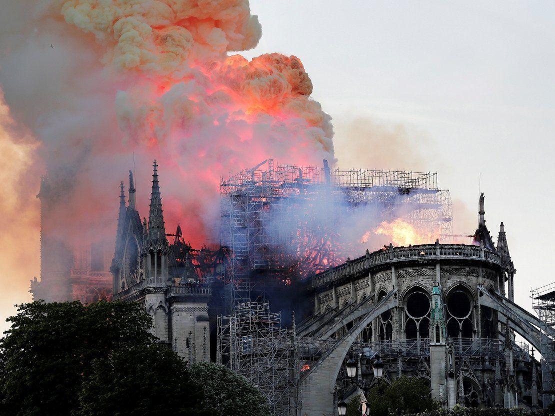 Mario Abdo se solidariza con Francia por incendio en Notre Dame
