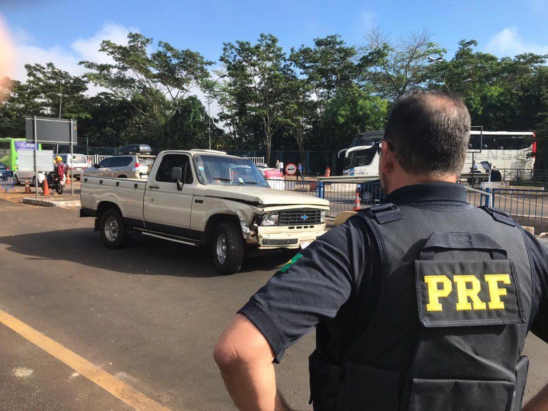 Policía Federal detiene a paraguayo con camioneta robada en el Puente de la Amistad