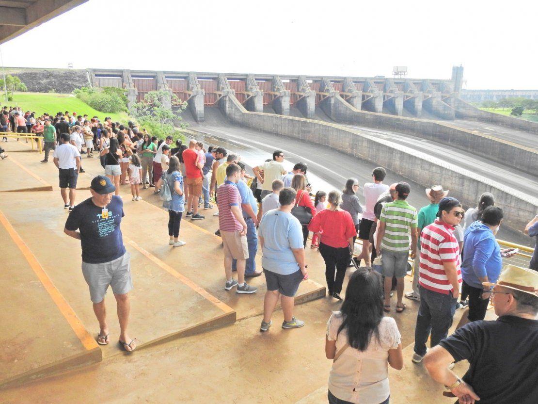 Itaipú recibe una gran afluencia de turistas en Semana Santa