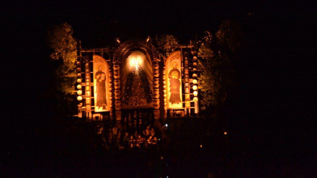 Tañarandy se iluminó con fe en santos paraguayos