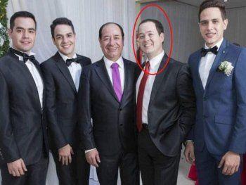 Familia. Enzo Miguel Cuevas (corbata roja) también fue presidente de seccional
