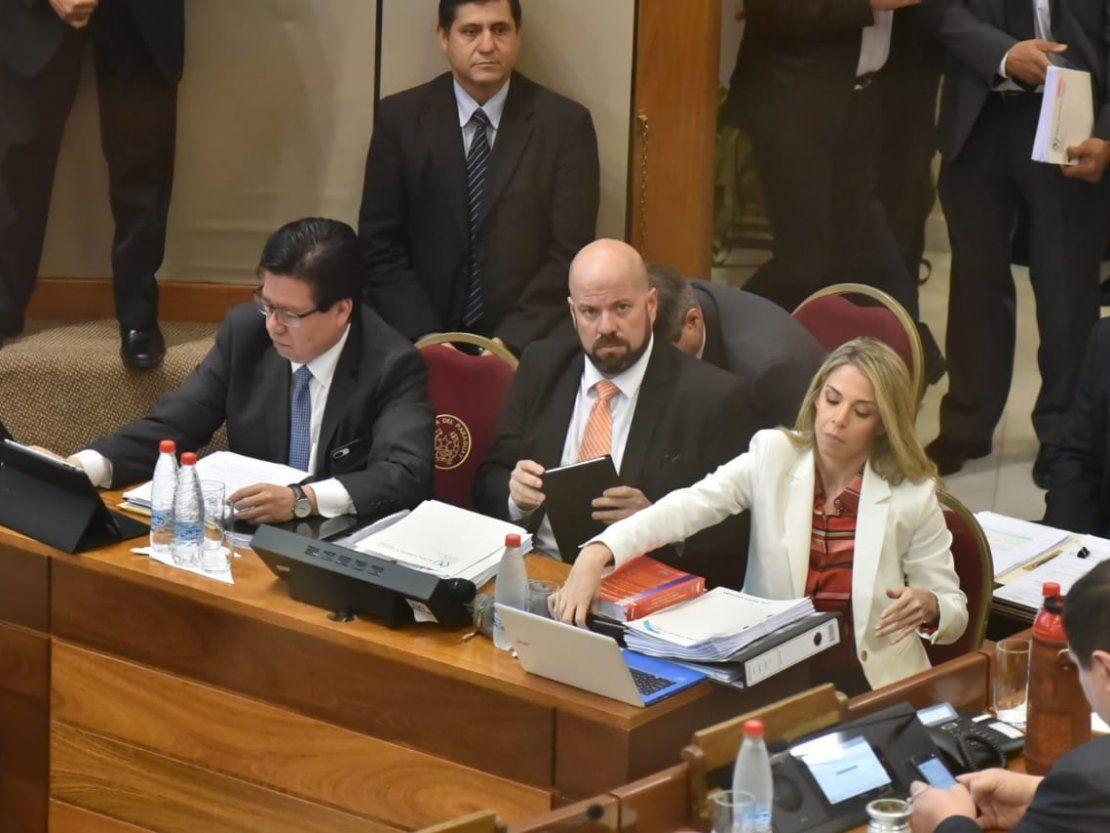 Juicio político: Enrique García se defiende y...