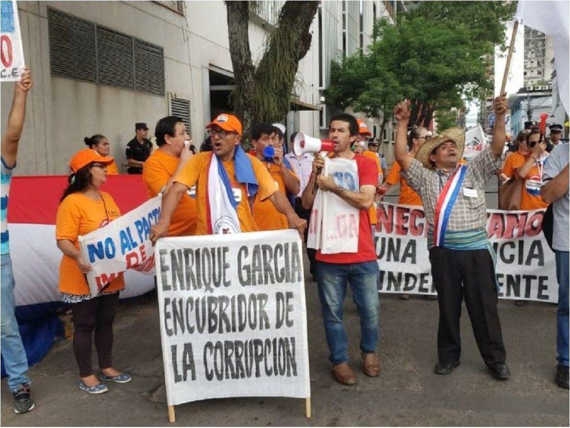 Ciudadanos siguen de cerca el juicio político al contralor Enrique García
