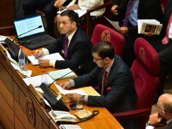 Tras la presentación de la renuncia de Enrique García a la Contraloría, los senadores levantaron la sesión.
