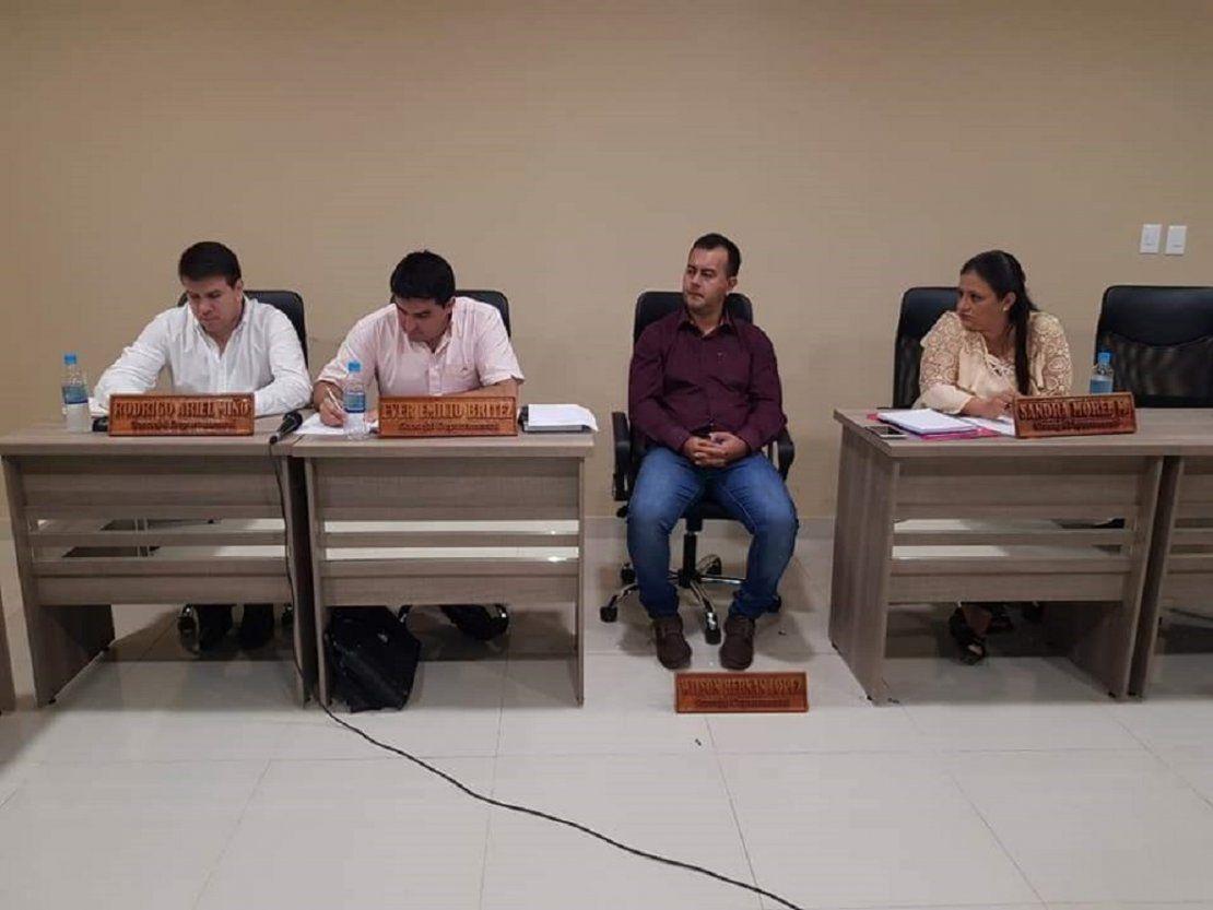 Caazapá: Concejal se manifiesta por supuesta sobrefacturación de muebles
