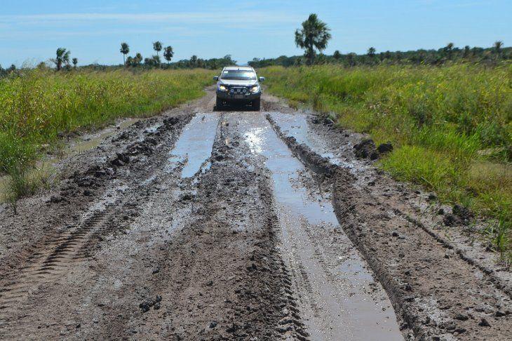 Así está uno de los caminos de tierra que ingresa a la zona de Itacuá.