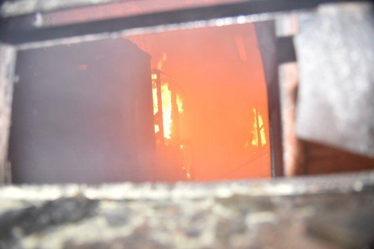 El incendio que ocurrió en el área de descanso de la Comisaría 15ª Metropolitana.
