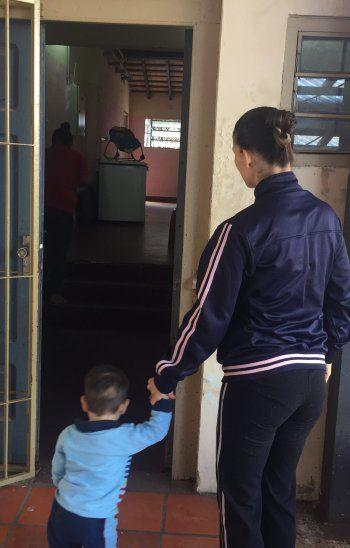 Sofía cuida de su hijo de un año en la cárcel del Buen Pastor.
