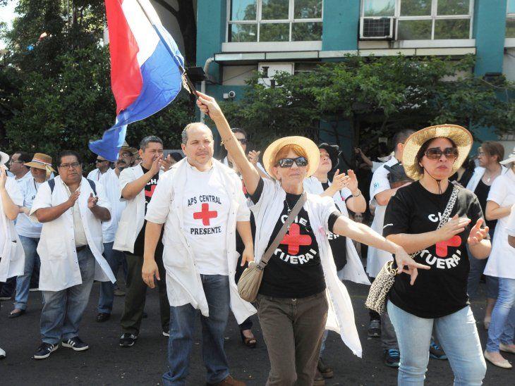 Los médicos anunciaron que desde este miércoles encararán una medida de  brazos caídos y que irán a huelga, posiblemente desde el 3 de junio.