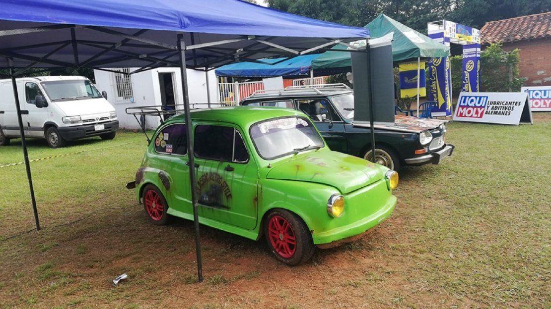 Autos antiguos fueron exhibidos en Luque