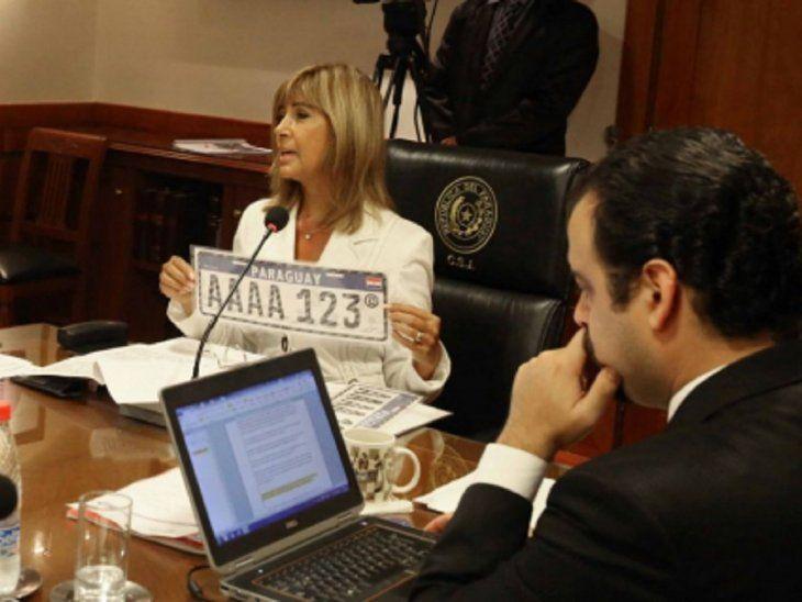 La chapa Mercosur contará con cuatro letras y tres números y empezará a implementarse desde el próximo 1 de julio.