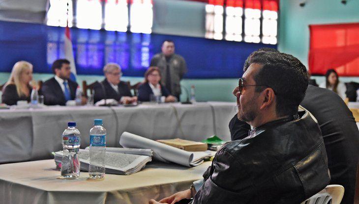 A la espera.  Hoy se sabrá la suerte del presunto hombre fuerte del EPP. Aquí frente al tribunal de Concepción.