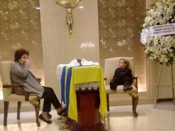 Una fotografía del muñeco Cachito al lado del féretro deNizugancausó una profunda tristeza a los internautas tras ser divulgada en las redes sociales.