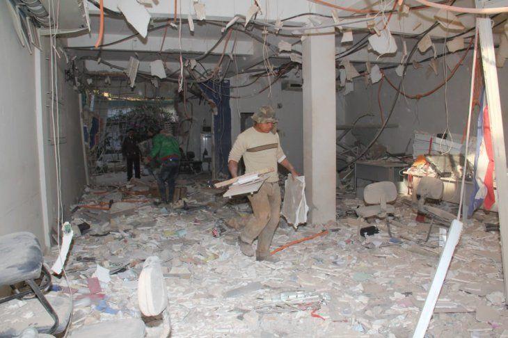 Una bolsa de dinero quedó bajo una de las paredes de la bóveda que se derrumbó.