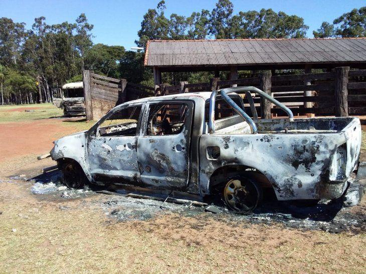 <p>La camioneta del administrador asesinado también fue incinerada en el lugar.</p>