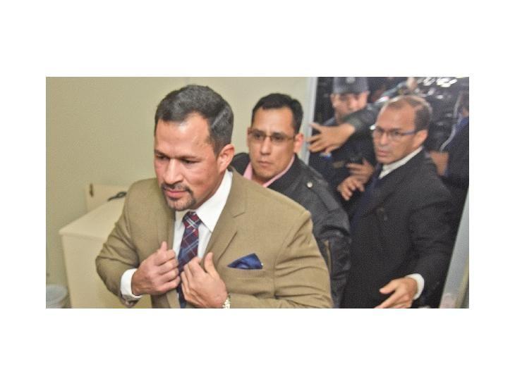 Libre. Momento en que el diputado colorado oficialista Ulises Quintana logra su libertad condicional el lunes pasado.