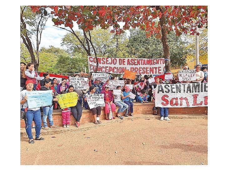Protesta.  Ocupantes del predio se manifestaron ayer.