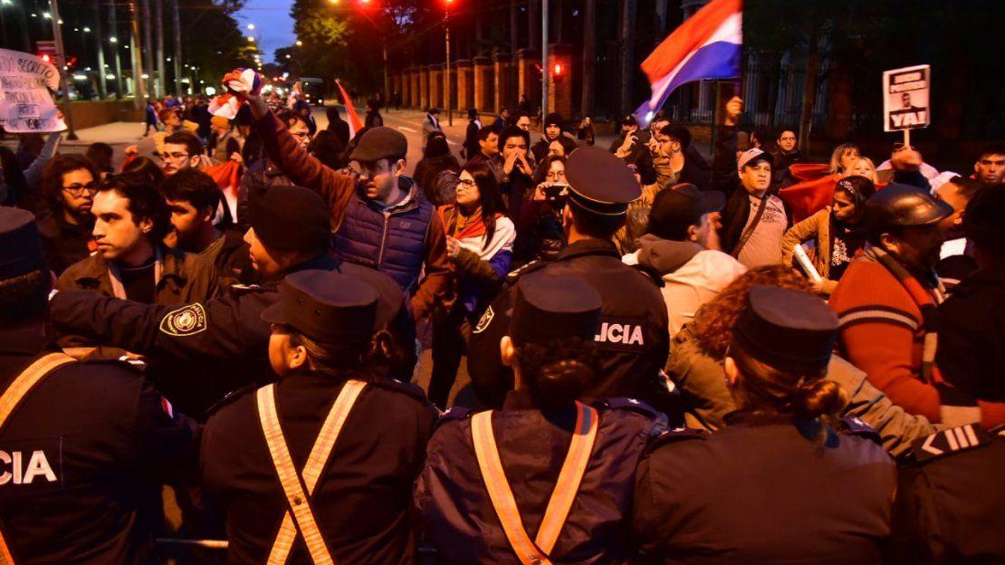 Ciudadanos se manifestaron contra el acuerdo secreto de Itaipú Binacional