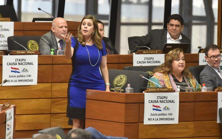 En medio de la discusión la diputada Kattya González trató de cobarde y maltratador a Esteban Samaniego.