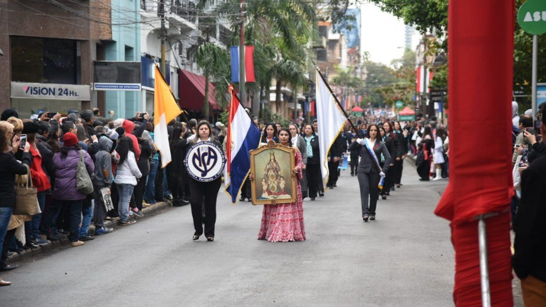 Estudiantes homenajean a la Virgen de la Asunción