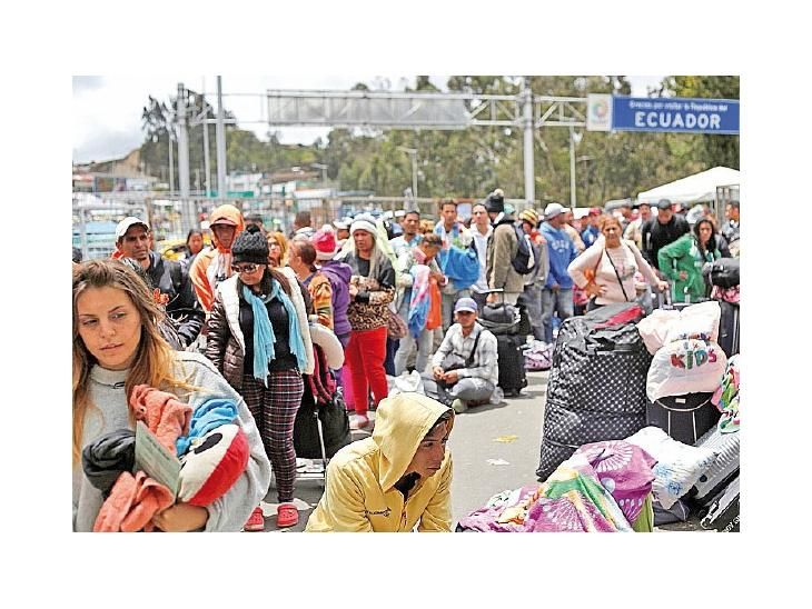 Drama. Miles de venezolanos esperaban cruzar ayer a Ecuador
